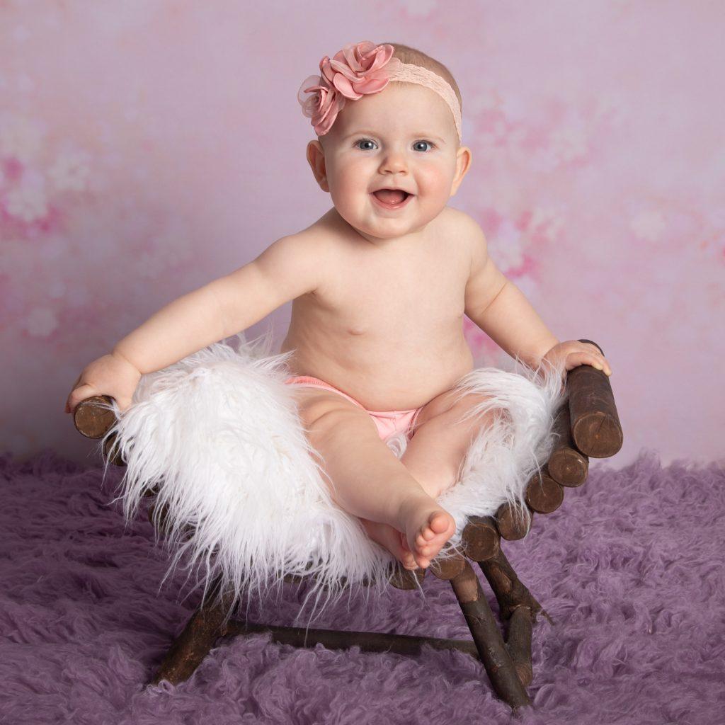 Photographe bébé assis-souvenirs de tendresse-Laval-Chateaubourg
