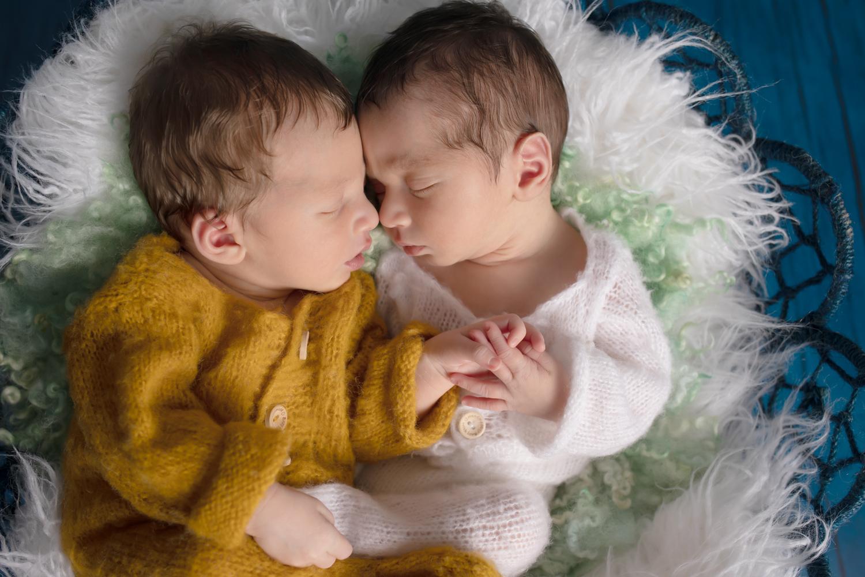 new-born-posing-pictures-photographe-Ille et vilaine-Renne