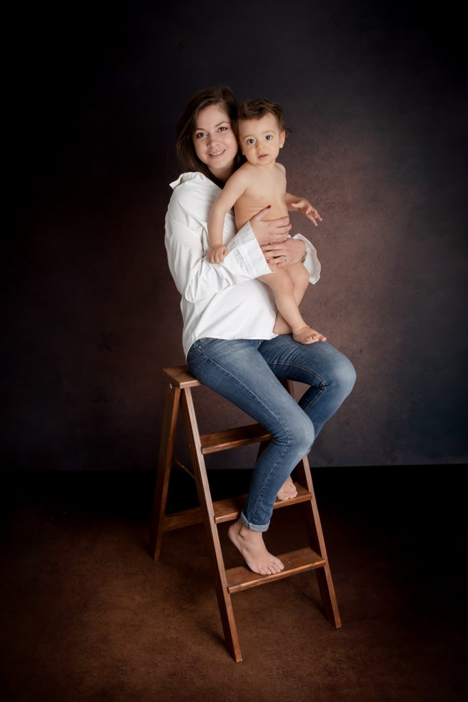 Photographe-studio-bébé-maman-chateaubourg